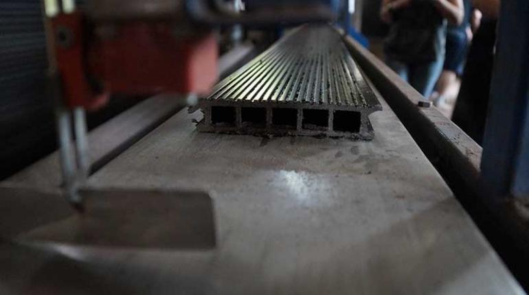 Производство террасной доски (декинга) из древесно-полимерного композита (ДПК) в России
